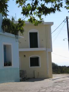 Παραδοσιακό σπίτι στη πλατεία του χωριού Πλαγιά.