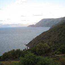 Πλαγιά Ικαρίας με θέα το Ικάριο Πέλαγος.