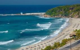 Η παραλία της Μεσακτής στον Αρμενιστή.